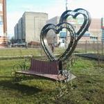 скамейка влюбленных в новоалтайске